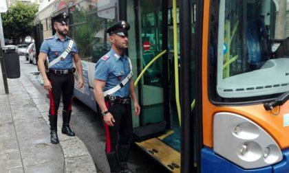 Aggrediscono il controllore e l'autista  del bus, denunciati