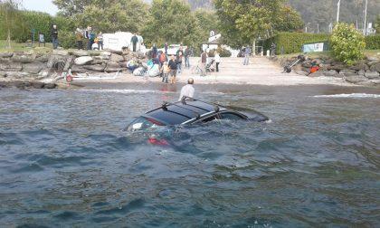 Dervio auto finisce nel lago