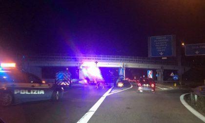 Caduti calcinacci dal ponte di Isella FOTO