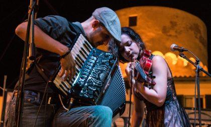 Sound e musiche folk con gli Alzamantes