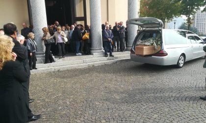 Folla ad Acquate per l'addio al maestro Dino Siani