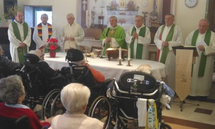 I sacerdoti del Decanato riuniti in Villa dei Cedri
