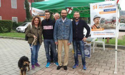 Lega Nord in piazza per promuovere il referendum sull'autonomia FOTO