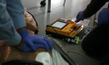 Un corso per imparare a utilizzare il defibrillatore