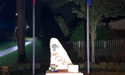 Sfregiato il monumento dei Carabinieri in congedo