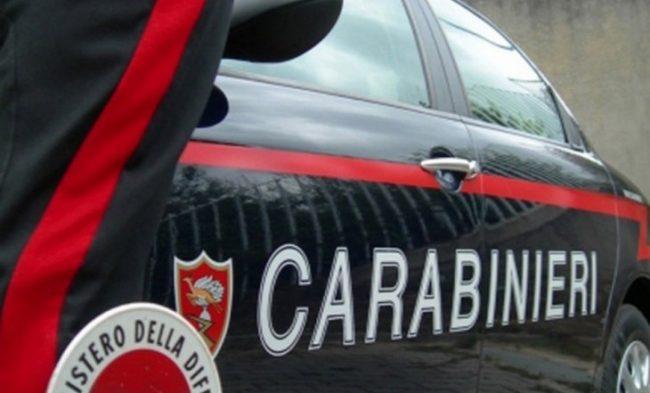 Mamma picchiata dal figlio racconta tutto ai Carabinieri lo fa arrestare