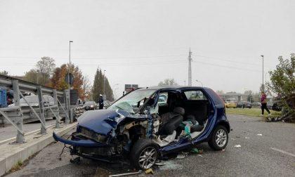 Auto si schianta contro il guard rail, muore bimbo di un mese FOTO