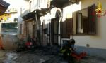 Motorino in fiamme danni anche ad una abitazione FOTO