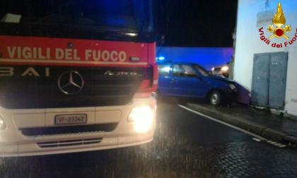 Auto contro muro ventenne in ospedale SIRENE DI NOTTE