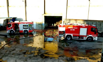 Incendio capannone nella zona industriale FOTO