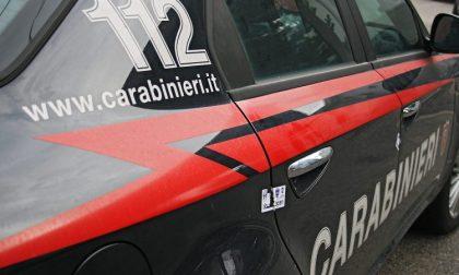 Pusher fugge all'alt dei carabinieri e si schianta