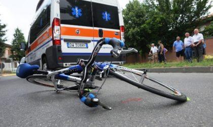 Lecco, investito ciclista di 73 anni: soccorso in codice giallo
