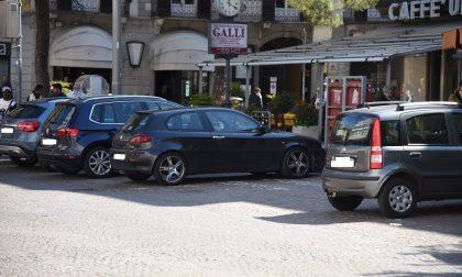 Parcheggi più cari a Lecco: brutta notizia sotto l'albero
