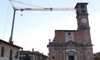 Gru minaccia la chiesa parrocchiale
