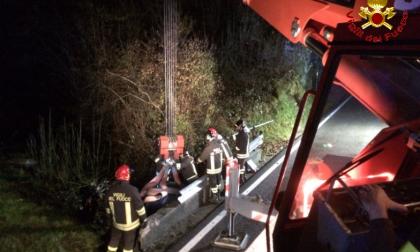 Misterioso incidente in Valsassina auto recuperata dai pompieri FOTO