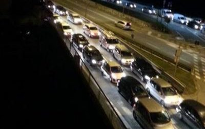 Camion bloccato tra i due ponti traffico in tilt FOTO