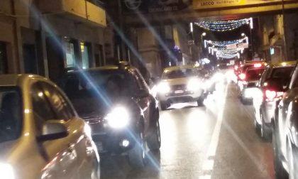Lecco bloccata, traffico in tilt