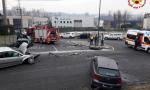 I vigili del fuoco liberano tre persone dalle lamiere delle auto FOTO