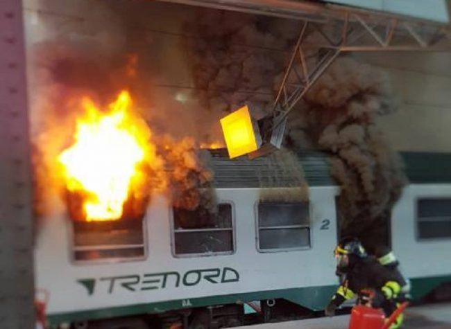 In Centrale va a fuoco il Tirano-Milano: pesanti ritardi sulla circolazione