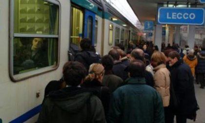 Incredibile ancora un guasto al passaggio a livello, treni pure oggi in ritardo