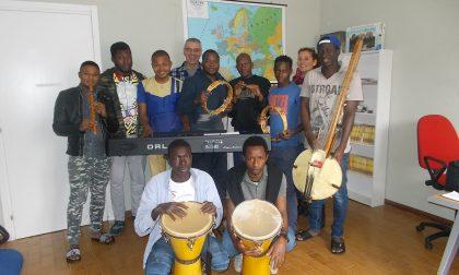 I migranti del Ferrhotel suonano alla chiesa del Caleotto
