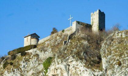 Dopo i vandalismi torna la luce al Castello dell'Innominato