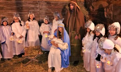 Il presepe vivente emoziona la notte di Natale a Novate FOTO