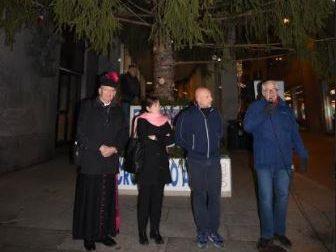 In piazza Garibaldi si è acceso l'albero di Natale
