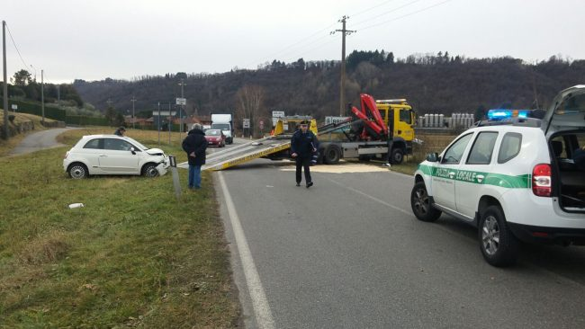 Incidente ad Arlate, frontale tra due auto, due i feriti