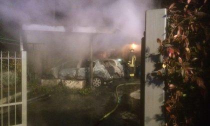 Incendio notturno distrugge due auto