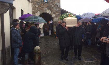 """A Calolzio il funerale di Amarilli: """"Sempre attenti alla guida, facciamolo per lei"""""""