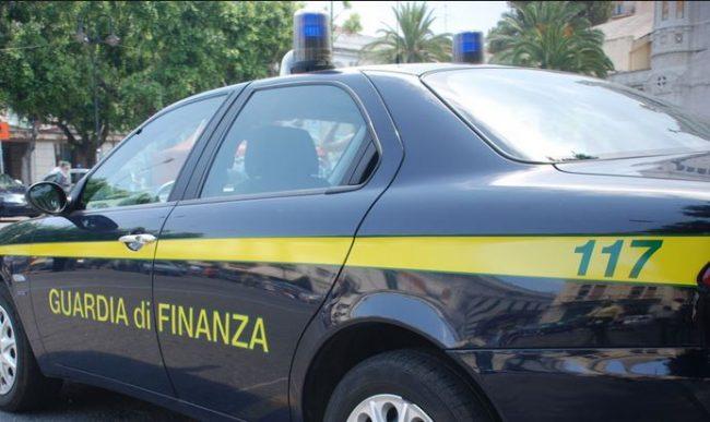 La Guardia di Finanza alla Ladispoli 1 con 'Finzy il grifone finanziere'