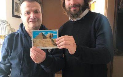 Alessio punta al Guinness con le sue 57mila cartoline