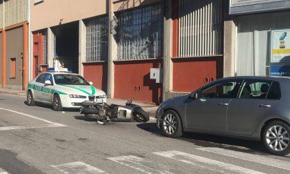 Incidente auto moto a Lecco paura per un 66enne