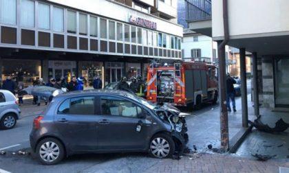 Auto su mercatini a Sondrio, convalidato l'arresto in carcere per il giovane