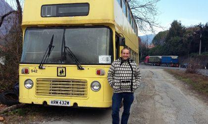 C'è un sogno inglese dietro l'autobus abbandonato