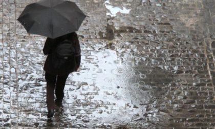 Meteo domani si torna al lavoro sotto l'ombrello