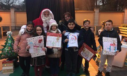 Babbo Natale premia i bimbi di Terno d'Isola