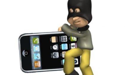 Marito e moglie denunciati per furto… di un cellulare