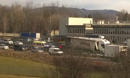 Camion perde il carico in 36 traffico rallenatato