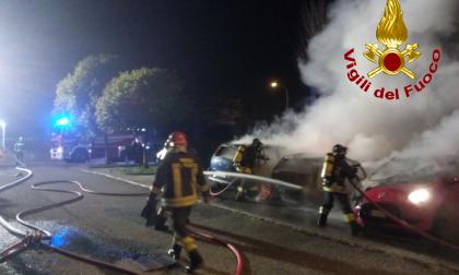 Incendio a Olginate, distrutte tre autovetture