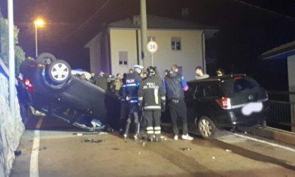 Auto ribaltata, quattro persone in ospedale