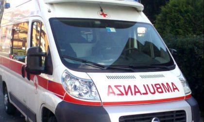Schianto auto motorino sulla Santa: ferite due ragazzine di 17 anni