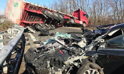 Grave incidente tra auto e mezzo pesante Valassina chiusa FOTO e VIDEO