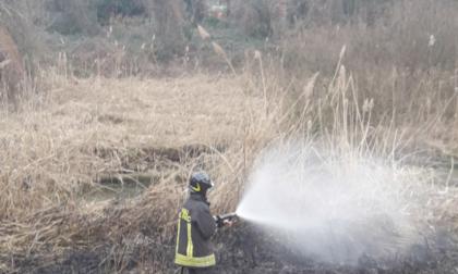 Incendio Calolzio, due squadre di Vigili del Fuoco in azione