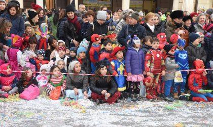 Carnevale Lecco, continua il tour dei regnanti ieri in piazza coi bimbi FOTO