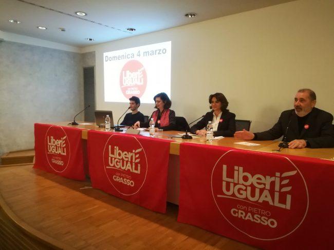 Mandato d'arresto per Laura Boldrini, ma sono i contestatori