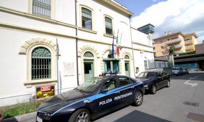 Botte in carcere, feriti 5 agenti. Violenza inaudita dopo l'arresto in stazione