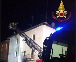 I pompieri domano un incendio a Valgreghentino