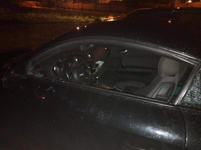 Raid vandalico devastati i finestrini di due auto FOTO